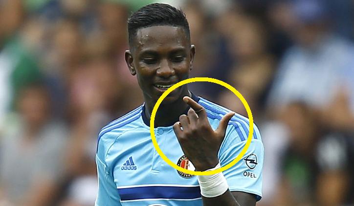 ひぇ…サッカー選手の「指」が大...